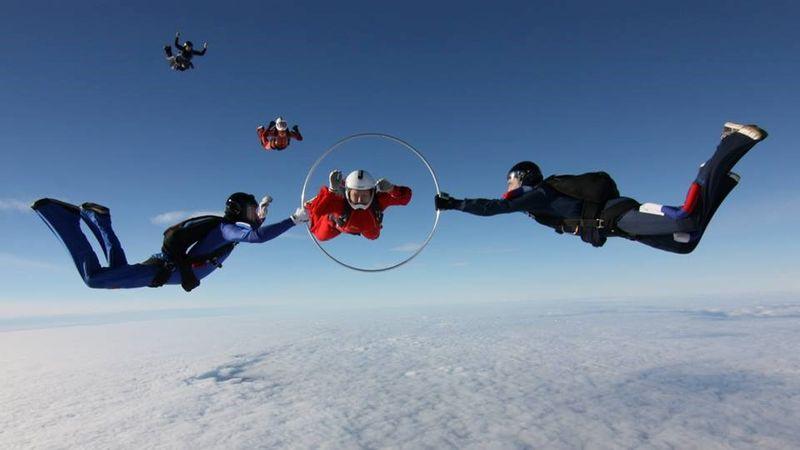 прыжок с парашютом обруч